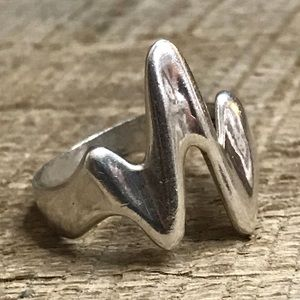 Jewelry - 925 Sterling Silver Heartbeat Ring